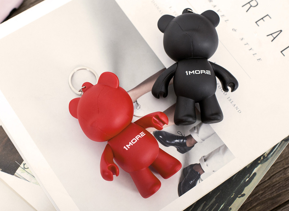 Брелок 1MORE Bear Earphone Stand на тетраде