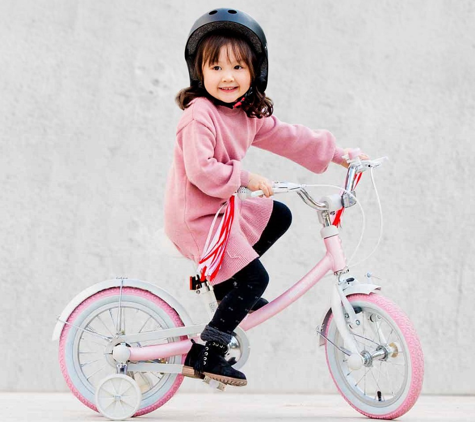 Велосипед Ninebot Kids Bike Pink/White N1KG16 for Girls 5-8 years девочка за рулем