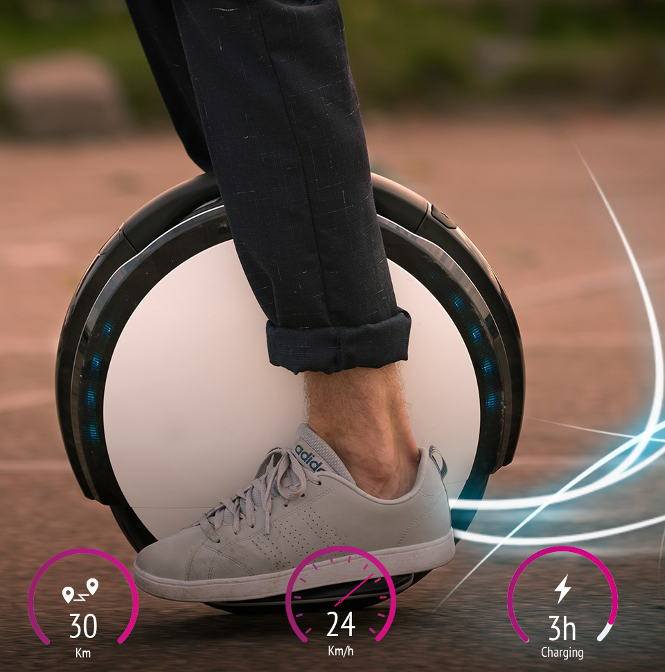 Моноцикл Ninebot by Segway One S2 с водителем вид сбоку