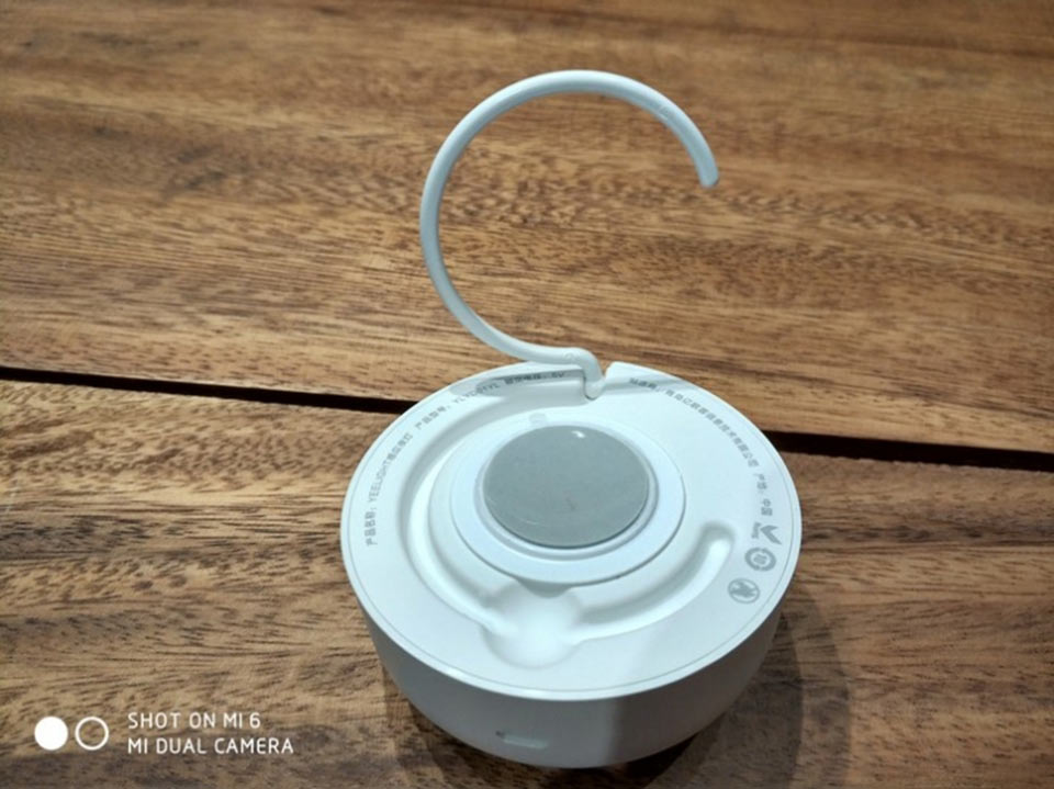 Yeelight Rechargeable Night Light можно вешать