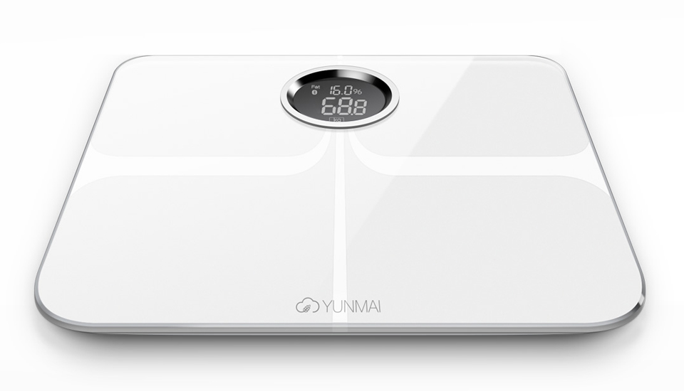 Весы Yunmai Premium Smart Scale белого цвета с изображением результатов взвешивания на LCD дисплее
