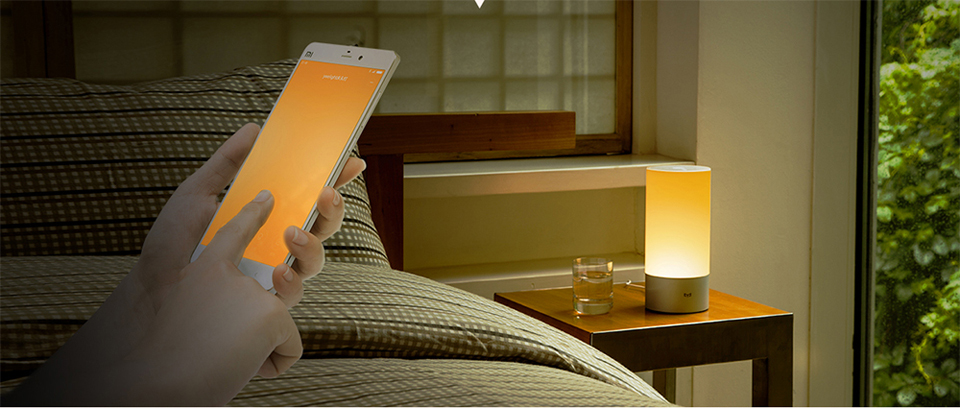Лампа-ночник Yeelight Bedside LED-Lamp управление со смартфона