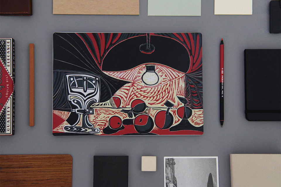 Наклейка Xiaomi Mi Notebook Air Sticker Still Life Under the Lamp by Picasso на столе